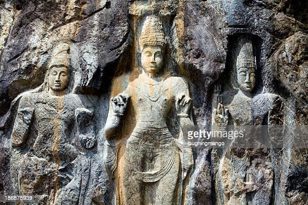 buduruvagala buddhist temple sri lanka - guanyin bodhisattva stock pictures, royalty-free photos & images