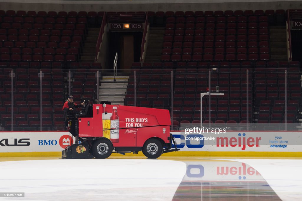 NHL: FEB 15 Ducks at Blackhawks : News Photo
