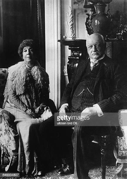 Buelow Bernhard von *03051849Politiker DReichskanzler und preussischer Ministerpräsident 19001909mit Ehefrau Mariaundatiert