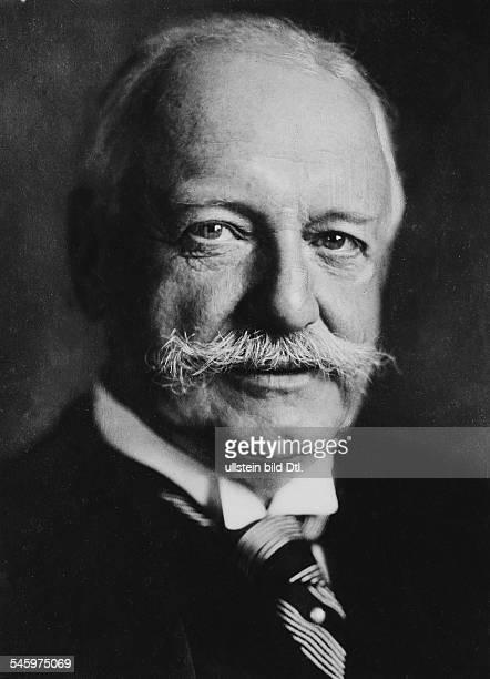 Buelow Bernhard von *03051849Politiker DReichskanzler und preussischer Ministerpräsident 19001909Porträt undatiert