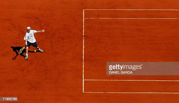 Buenos Aires, ARGENTINA: Australian Lleyton Hewitt hits the ball during the morning practice session at the clay court of Parque Roca stadium in...