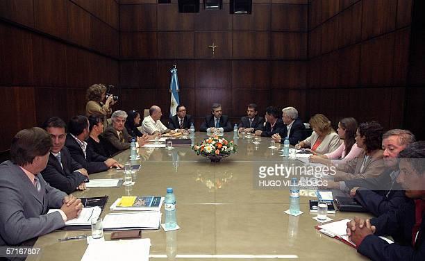 El Jefe de Gabinete Alberto Fernandez atiende a representantes de las asambleas ambientalistas de Gualeguaychu y Colon en la Casa de Gobierno en...