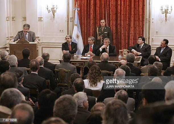 El ministro de Planificacion Federal Julio De Vido da a conocer las nuevas medidas para combatir la crisis energetica en la region durante un acto...