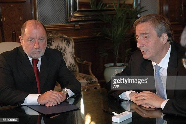 El presidente Nestor Kirchner junto al gobernador Jorge Busti participa de una reunion en el despacho presidencial de Casa de Gobierno en Buenos...