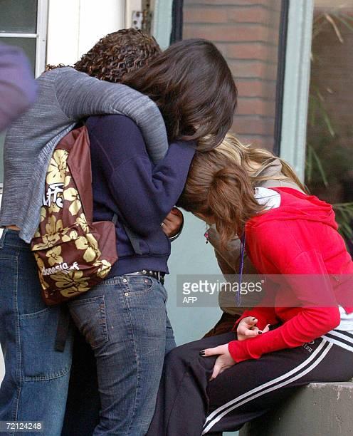 Familiares y amigos de victimas de un accidente entre un camion y un autobus con estudiantes ocurrido ayer en la provincia Argentina de Santa Fe...