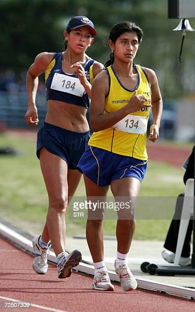 La atleta ecuatoriana Yadira Guaman supera a la colombiana Luz Leidy Villamarin Cubillos para ganar la medalla de oro en la final de marcha 20 km...