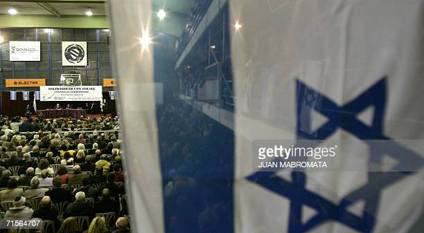 Buenos Aires, ARGENTINA: Members of the Argentinian Jewish community gather in support of Israel at Club Nautico Hacoaj, in Buenos Aires, 01 August...