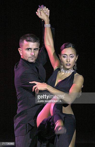 "Buenos Aires, ARGENTINA: Sara Masi and Mauro Zompa, a couple from Italy, dance the tango ""Gallo Ciego"", during the final of the Tango Escenario..."
