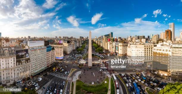 buenos aires skyline - obelisco de buenos aires fotografías e imágenes de stock