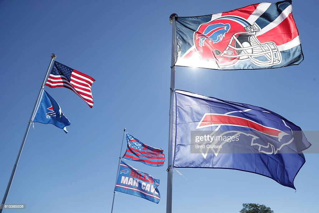 Buffalo Bills flags fly before the game between the Buffalo Bills and the Arizona Cardinals at New Era Field on September 25, 2016 in Orchard Park, New York.