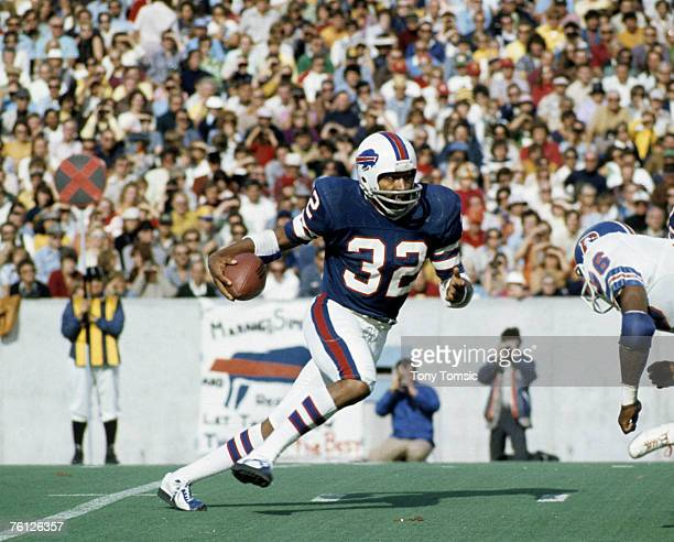 Buffalo Bills Hall of Fame running back O.J. Simpson carries the ball during a 38-14 victory over the Denver Broncos on October 5 at Rich Stadium in...