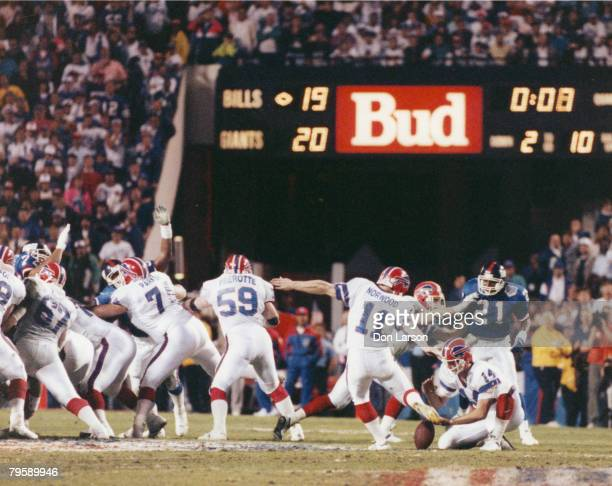 Buffalo Bills kicker Scott Norwood watches as his potentially game-winning kick sails wide right in Super Bowl XXV, a 20-19 loss to the New York...