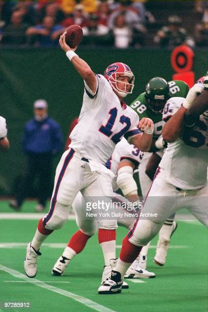 Buffalo Bills quarterback Jim Kelly throws a pass in game against the New York Jets at the Meadowlands