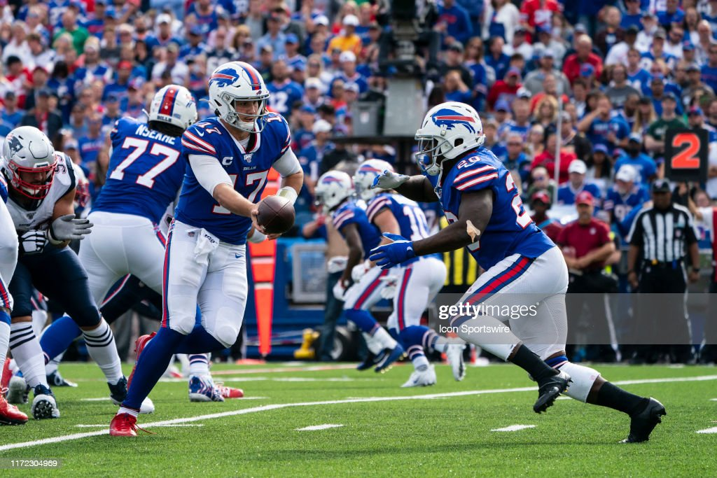 NFL: SEP 29 Patriots at Bills : News Photo