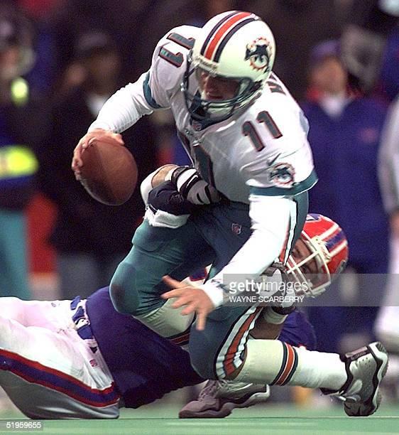 Buffalo defensive end Phil Hansen sacks Miami quarterback Damon Huard late in the fourth quarter of their NFL game 14 November 1999 in Orchard Park,...