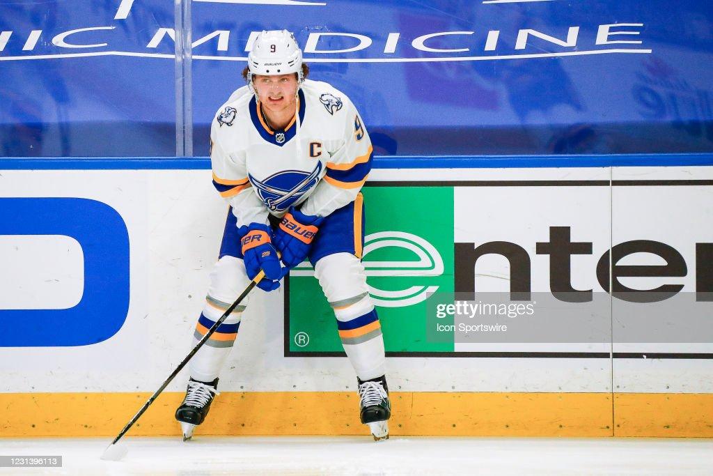 NHL: FEB 25 Devils at Sabres : News Photo