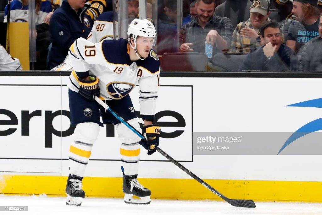 NHL: NOV 21 Sabres at Bruins : News Photo
