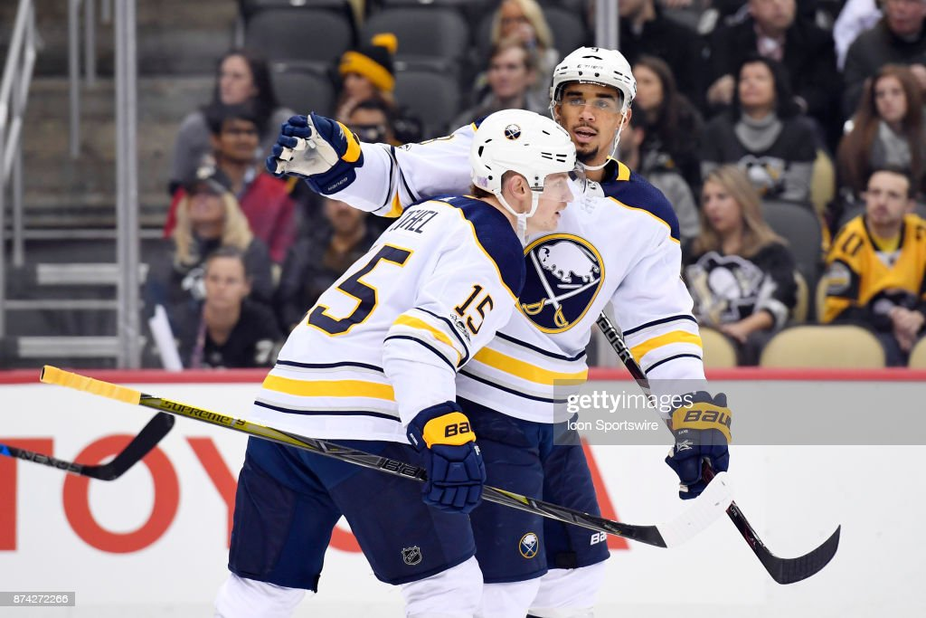 NHL: NOV 14 Sabres at Penguins : News Photo
