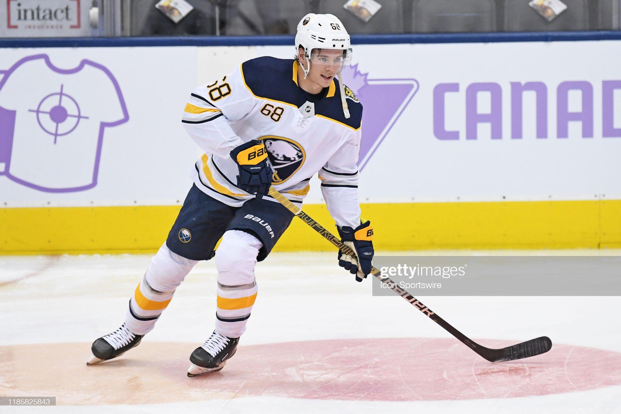 NHL: NOV 30 Sabres at Maple Leafs : News Photo