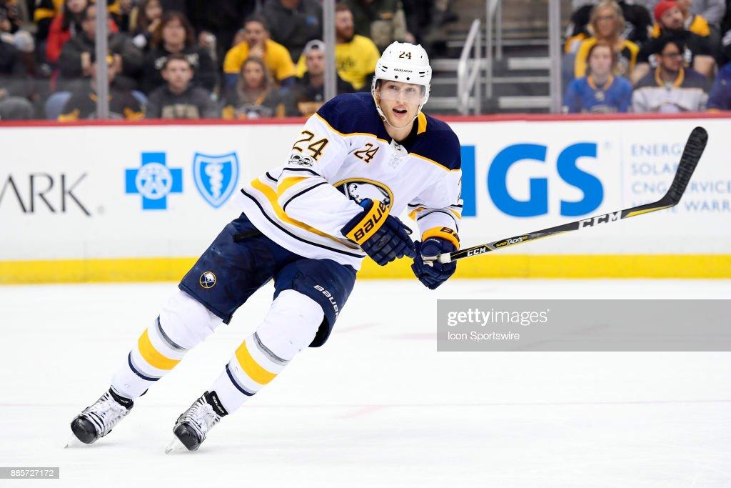 NHL: DEC 02 Sabres at Penguins : News Photo