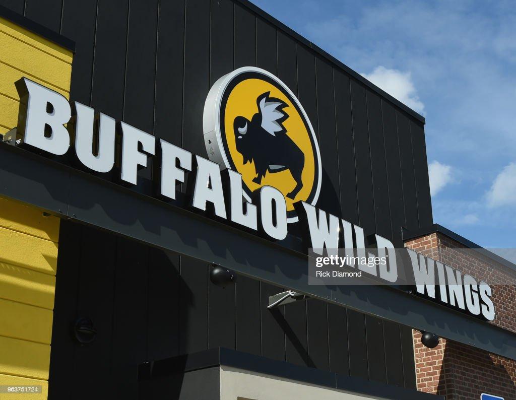 Buffalo Wild Wings Exterior In Jacksonville : News Photo
