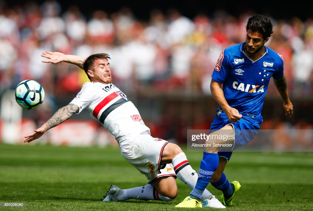 Buffarini (L) of Sao Paulo and Hudson of Cruzeiro in action during the match between Sao Paulo and Cruzeiro for the Brasileirao Series A 2017 at Morumbi Stadium on August 13, 2017 in Sao Paulo, Brazil.