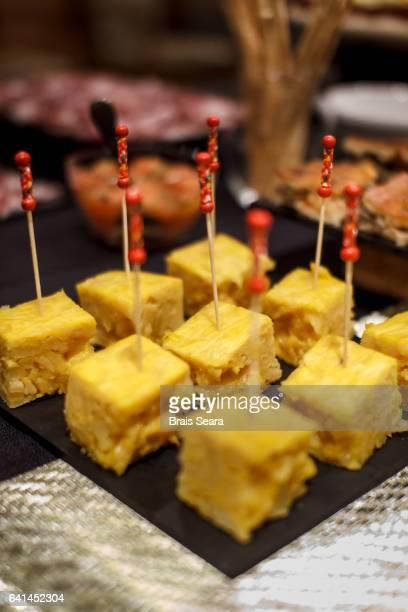 buffent - tortilla de patata fotografías e imágenes de stock