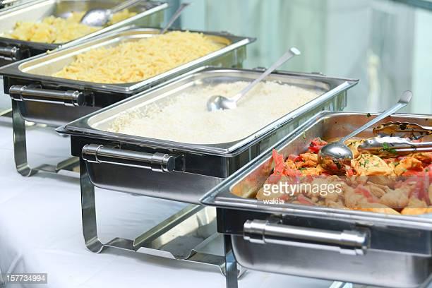 buffet minérale et nouilles de riz, de garnitures et de pommes de terre