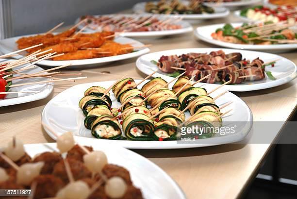 buffet mit Spießchen und Fingerfood