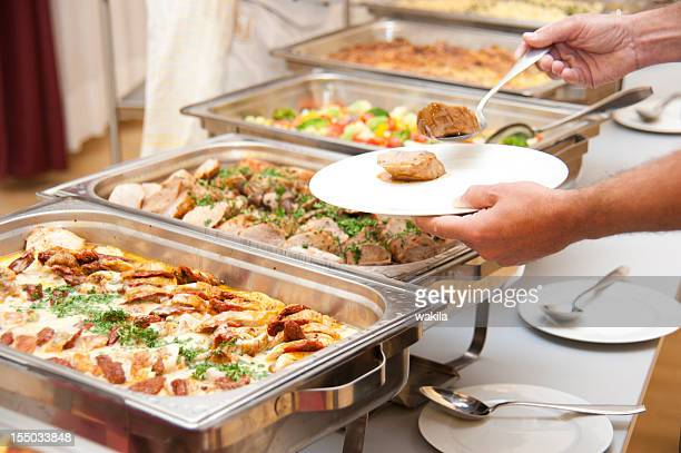 buffet mit rahmgeschnetzeltes und beilagen - buffet stock pictures, royalty-free photos & images