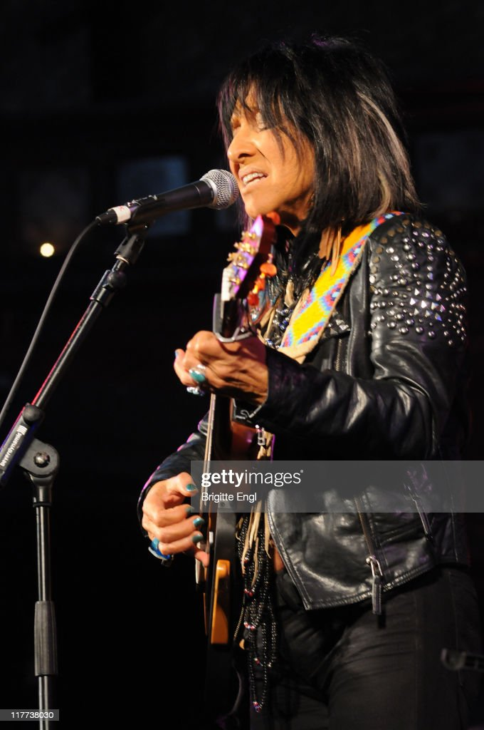 Buffy Sainte Marie Performs At Union Chapel In London : News Photo