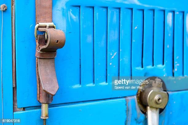 bugatti type 35 vintage race car detail - sjoerd van der wal or sjo stockfoto's en -beelden