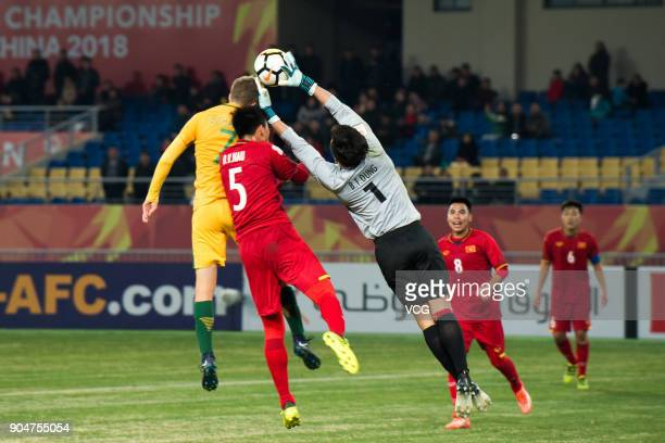 Bui Tien Dung of Vietnam catches the ball during the AFC U23 Championship Group A match between Vietnam and Australia at Kunshan Stadium on January...
