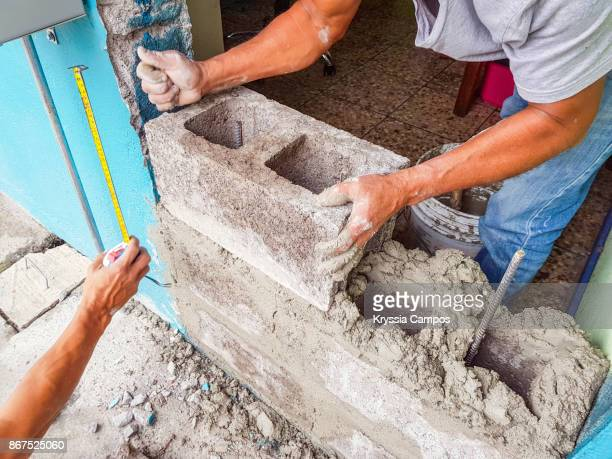 builder working on a new house - wall building feature stock pictures, royalty-free photos & images