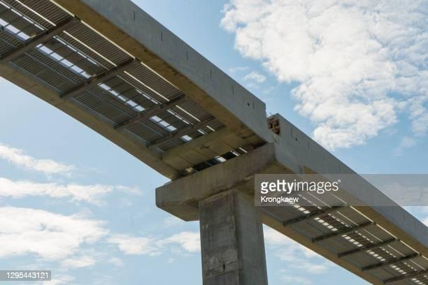 building a monorail sky train - バンコク・スカイトレイン ストックフォトと画像