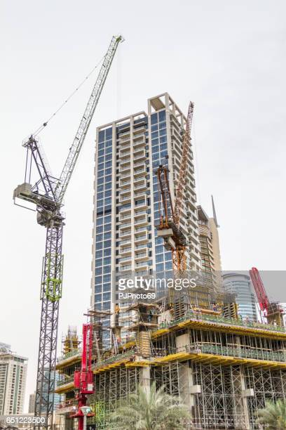 building a new palace in dubai marina - pjphoto69 stock pictures, royalty-free photos & images