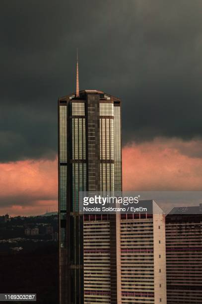building against cloudy sky during sunset - カラカス ストックフォトと画像