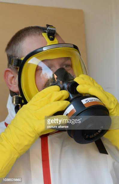 Building cleaner Tim Puschendorf at work in an apartment in Stuttgart Germany 11 April 2016 A team of the cleaning company Kawasch removes the traces...