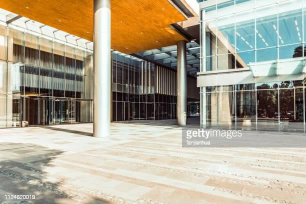 building entrance - 建物入口 ストックフォトと画像