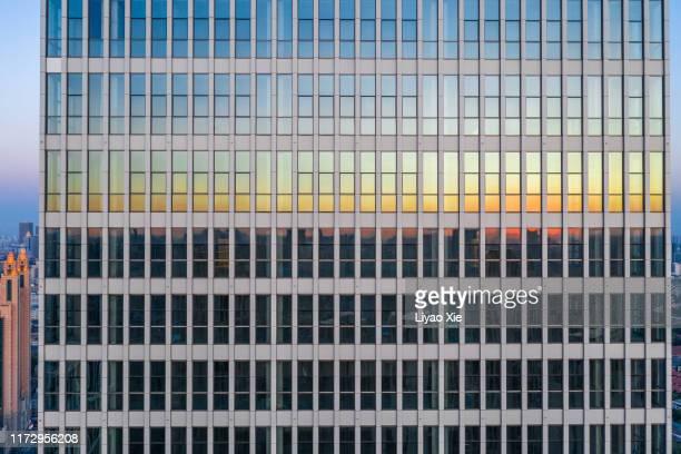 building facade reflection - 中国北東部 ストックフォトと画像