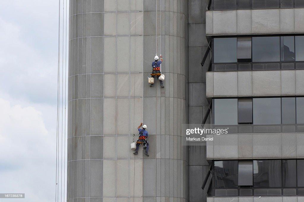 Building Facade Repair Workers : Stock Photo
