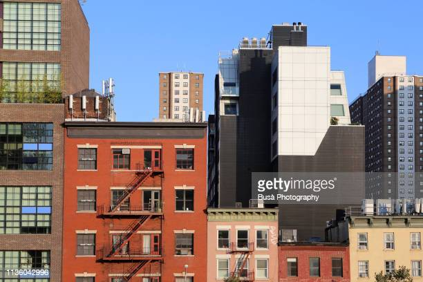 building facades in the meatpacking district in lower manhattan, new york city - façade photos et images de collection