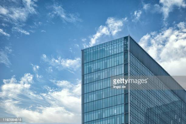 building glass curtain wall under blue sky and white clouds - office building exterior stock pictures, royalty-free photos & images