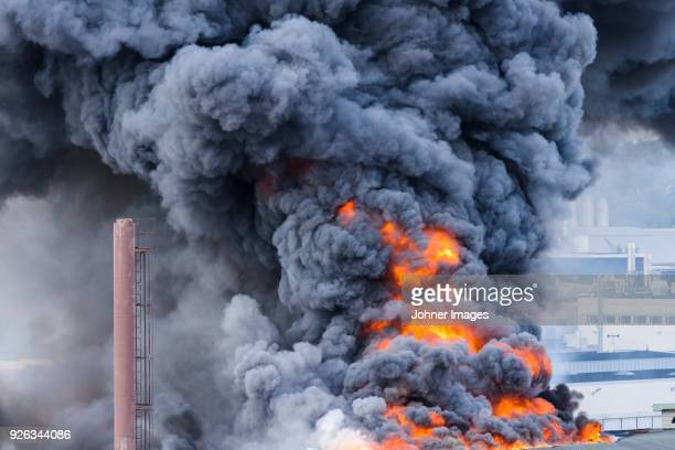 building in fire - smoke physical structure stock pictures, royalty-free photos & images