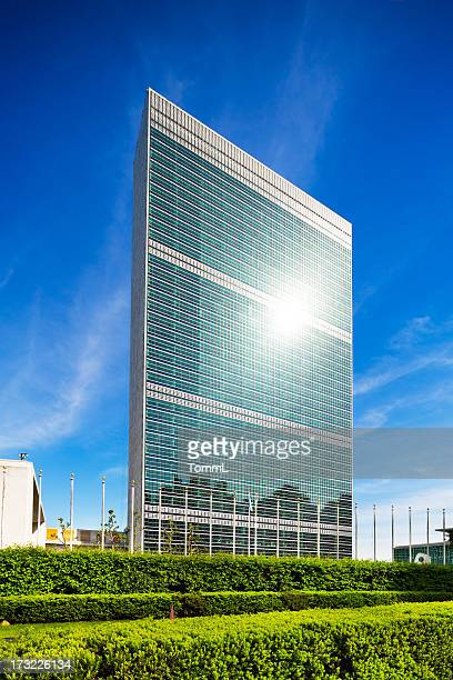 un building in manhattan, new york - united nations building stock pictures, royalty-free photos & images