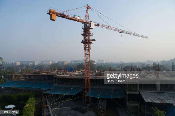 building in mumbai - chris putnam stock pictures, royalty-free photos & images