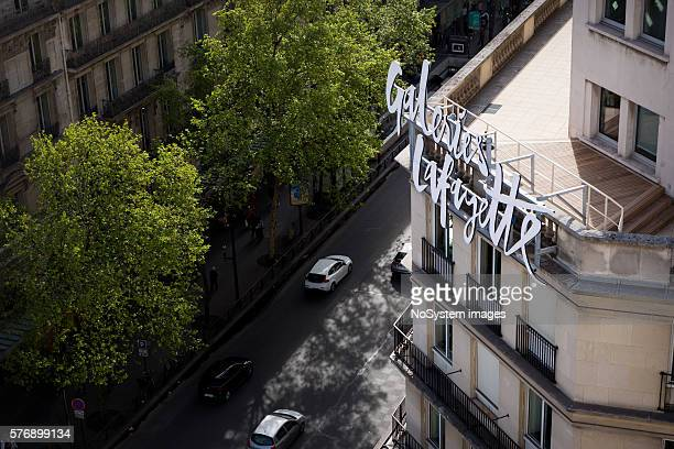 building of galeries lafayette. - galeries lafayette paris stock photos and pictures
