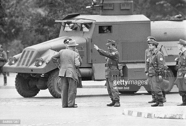 building of the Berlin Wall members of the East German paramilitary organization Combat Group Of The Working Class closing the Brandenburg Gate at...