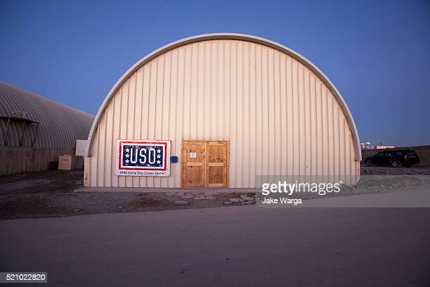 uso building on u.s. army base, afghanistan - jake warga stock pictures, royalty-free photos & images