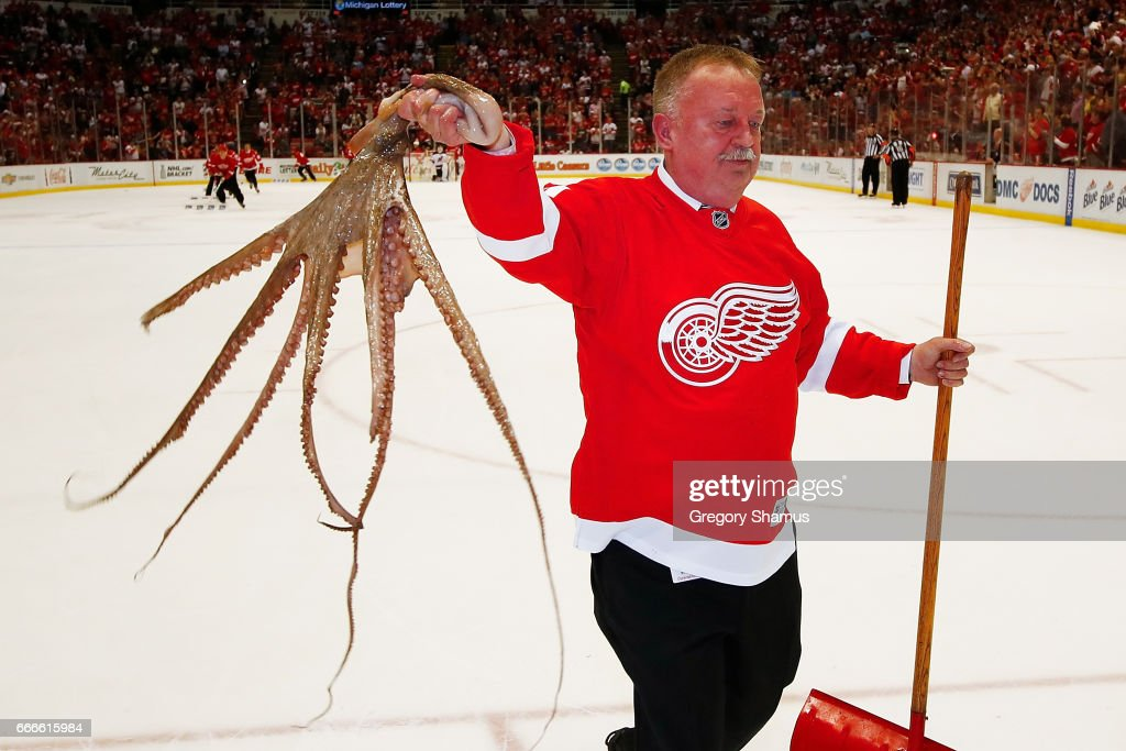 New Jersey Devils v Detroit Red Wings : News Photo